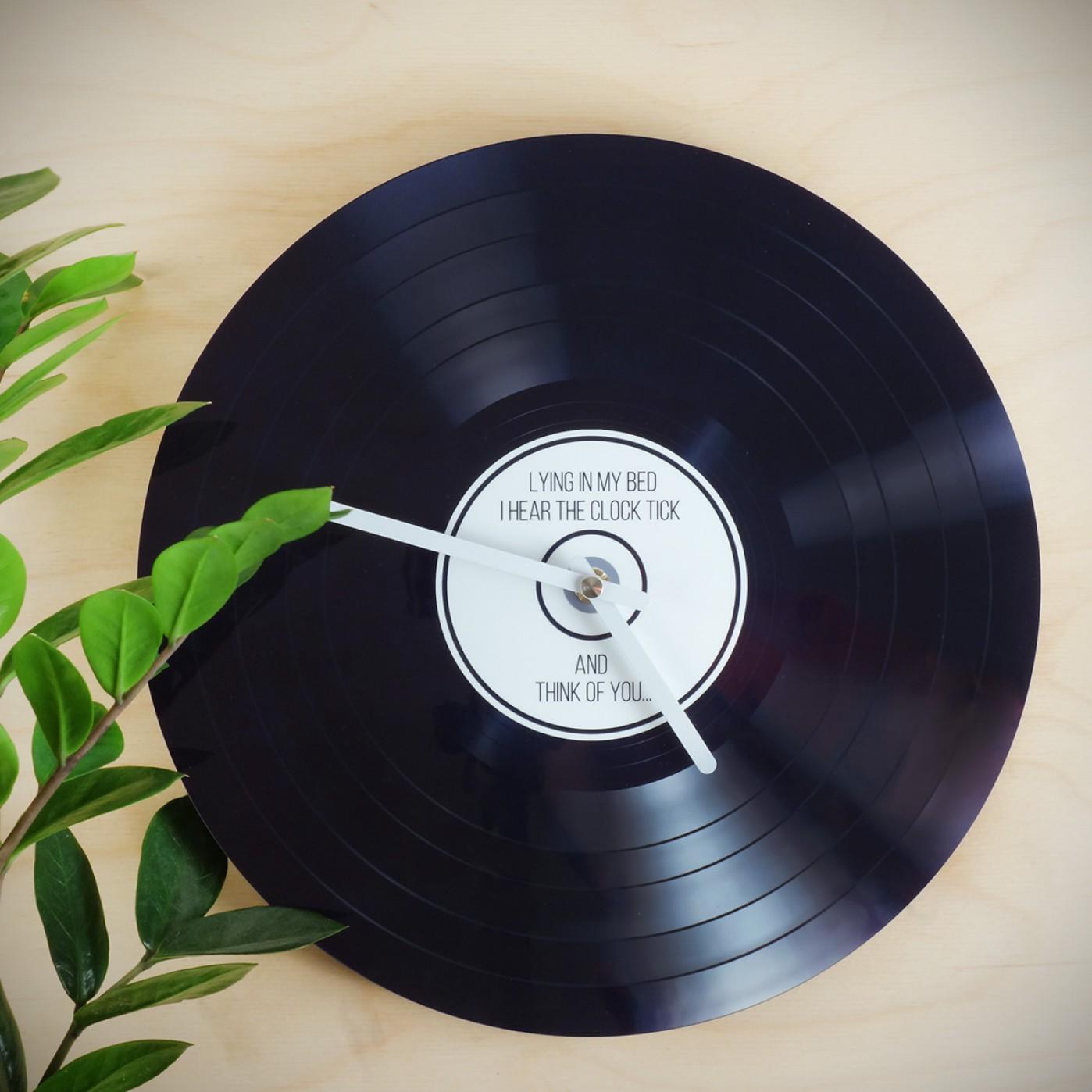 Personalisierbare schallplatten wanduhr get edgy - Schallplatten wand ...